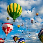 beautiful-balloon-up-in-the-sky_2560x1600_93374